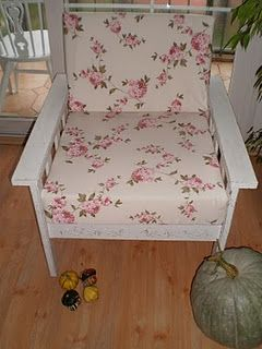 Looks so comfy - like the shabby print fabric