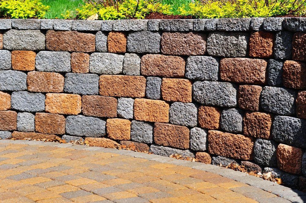 The Professional Method Of Settling Retaining Wall Blocks Part 1 Adc Hardscapes Retaining Wall Contractor In Oklahoma City Edmond Ok Backyard Retaining Walls Brick Garden Terrace Garden