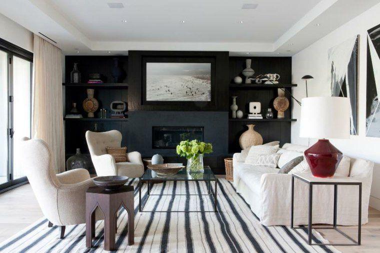 salon avec déco contemporaine et tapis en rayures en blanc et noir