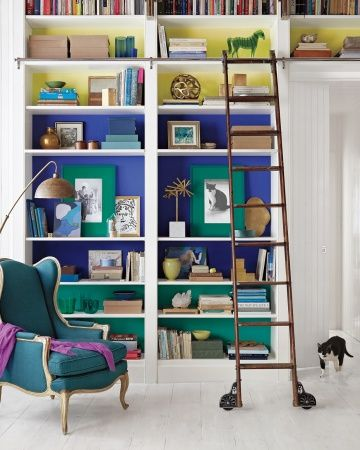 Design para inspirar  Colors that take out the boredom from bookcases