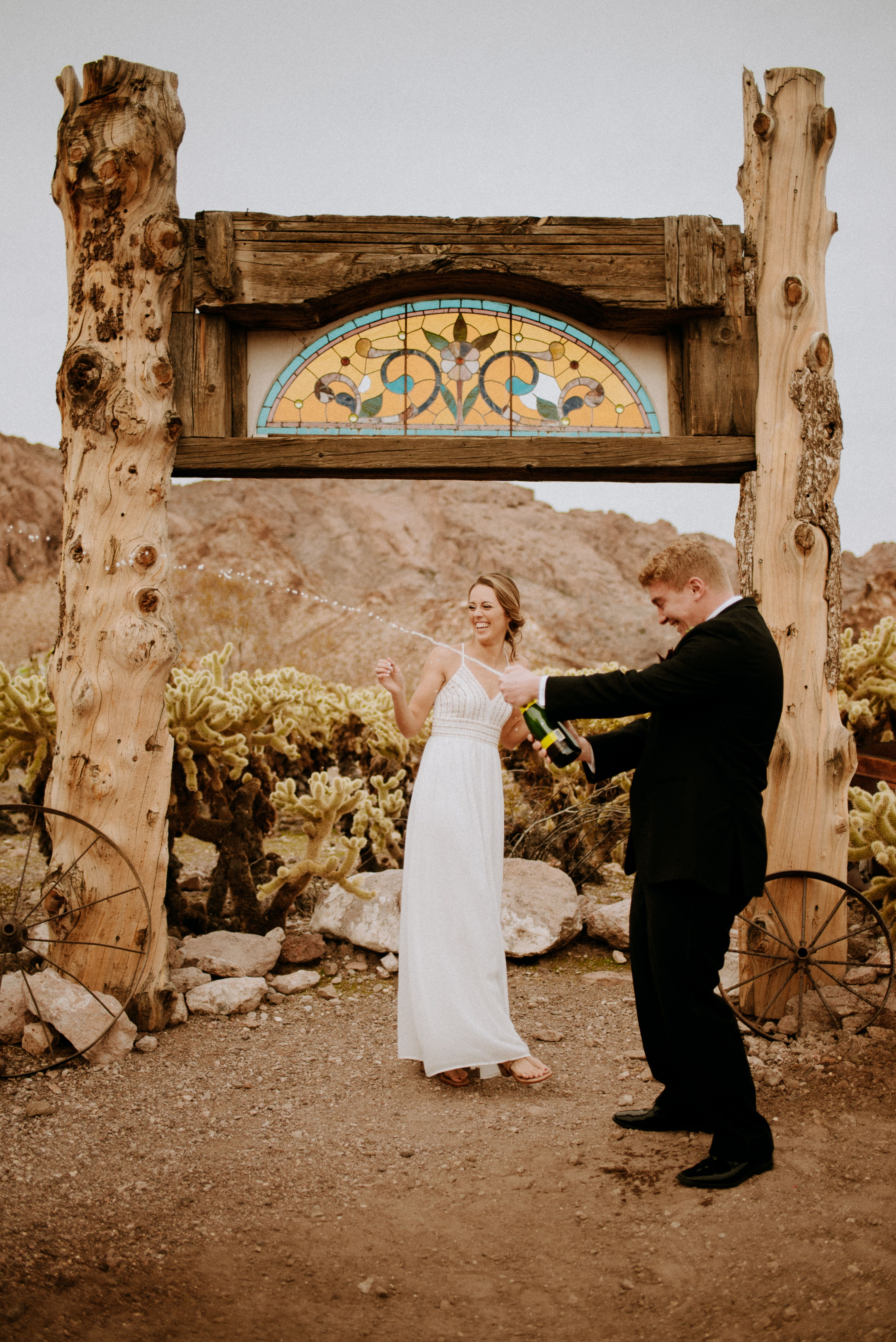 Eloping In Vegas Check Out Our Las Vegas Elopement Packages In 2020 Las Vegas Elopement Photographer Las Vegas Elopement Las Vegas