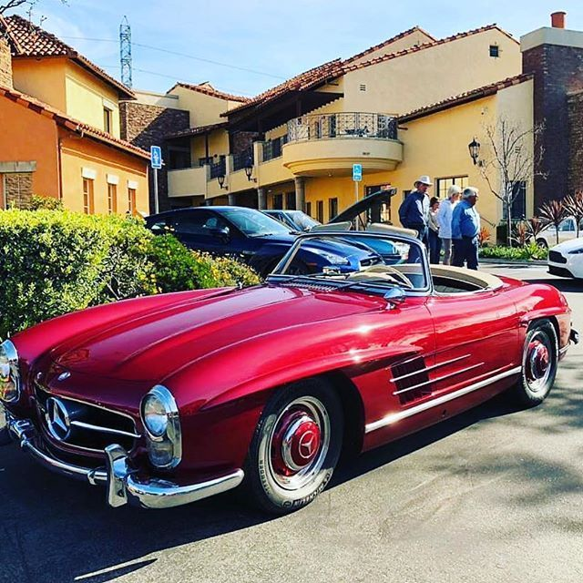 Mercedes-Benz 300SL ? @varganator 1st account: @Classic_Car_Garage 2nd accoun…