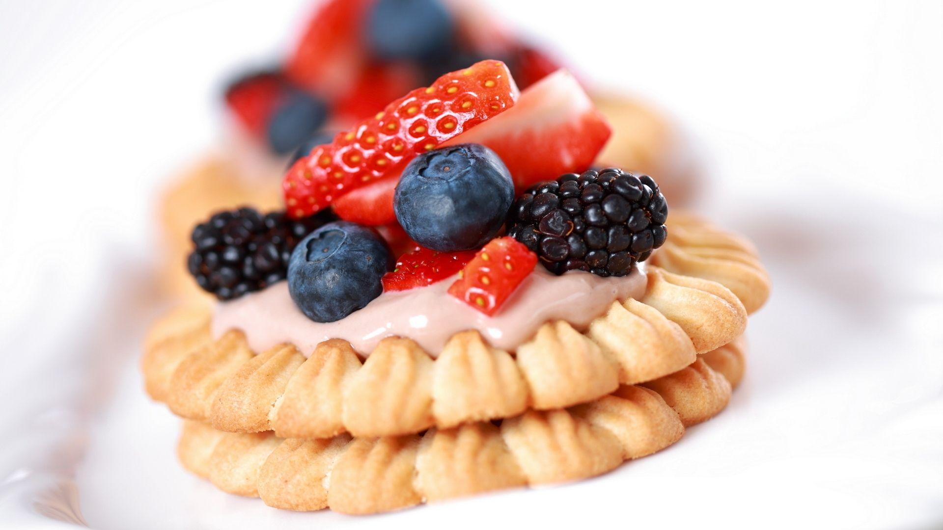 cookies, berry, dessert - http://www.wallpapers4u.org/cookies-berry-dessert/