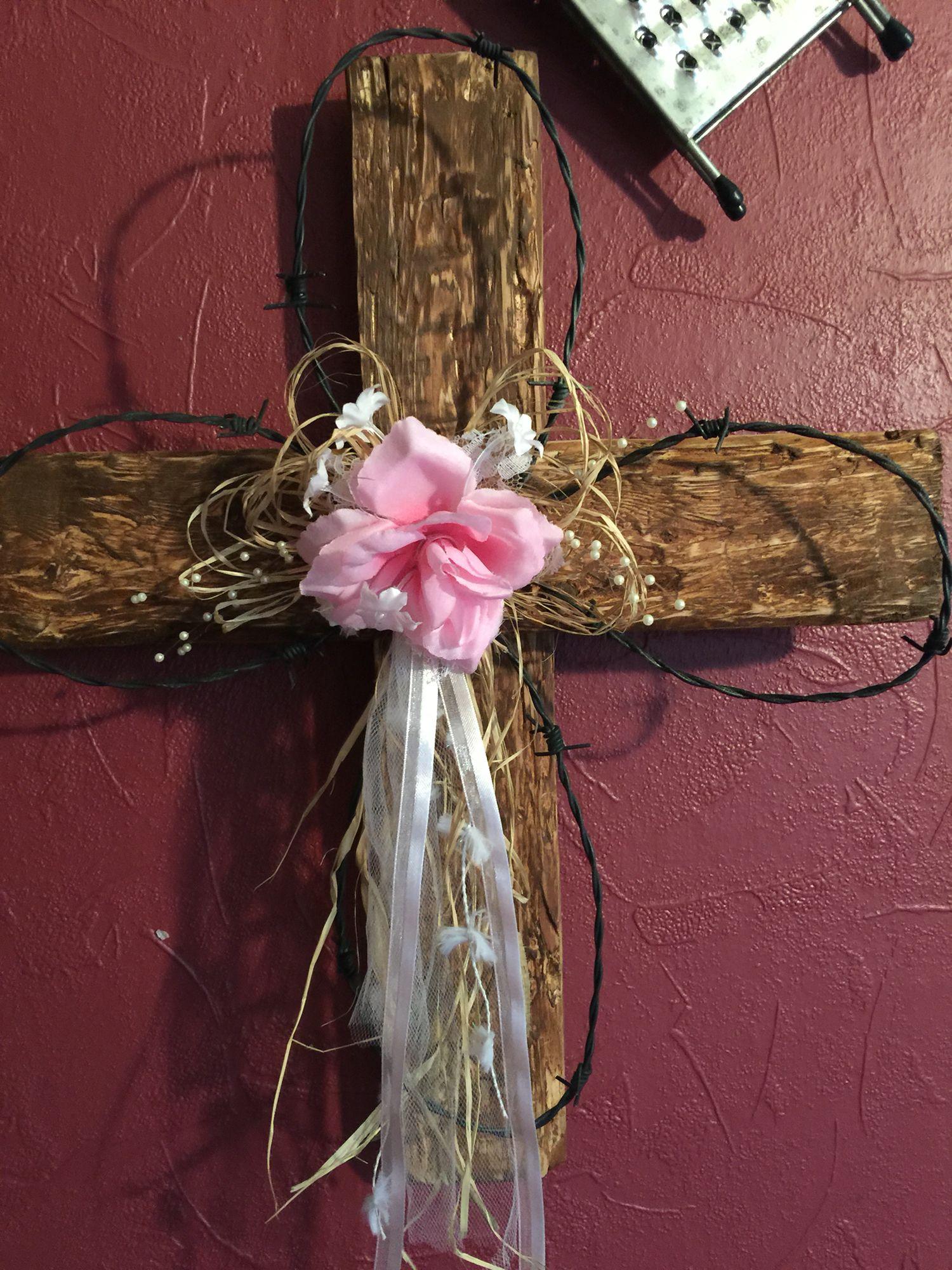 Diy pallet cross | Pallet cross, Pallet diy, Grapevine wreath