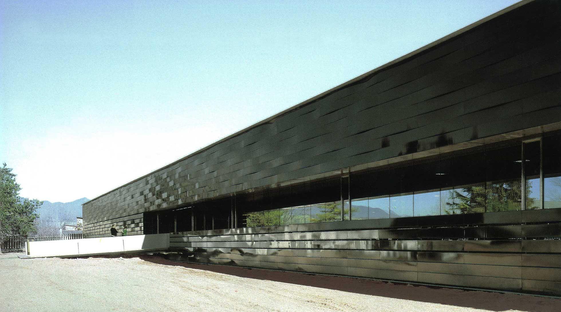 Rcr arquitectes piscina cubierta manlleu rcr for Piscinas cubiertas barcelona