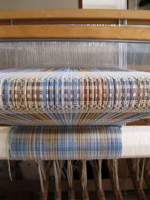 Zoe Howarth, Handweaving Treadle Loom and Reed by Zoe Howarth, via Flickr I like this colour combination.