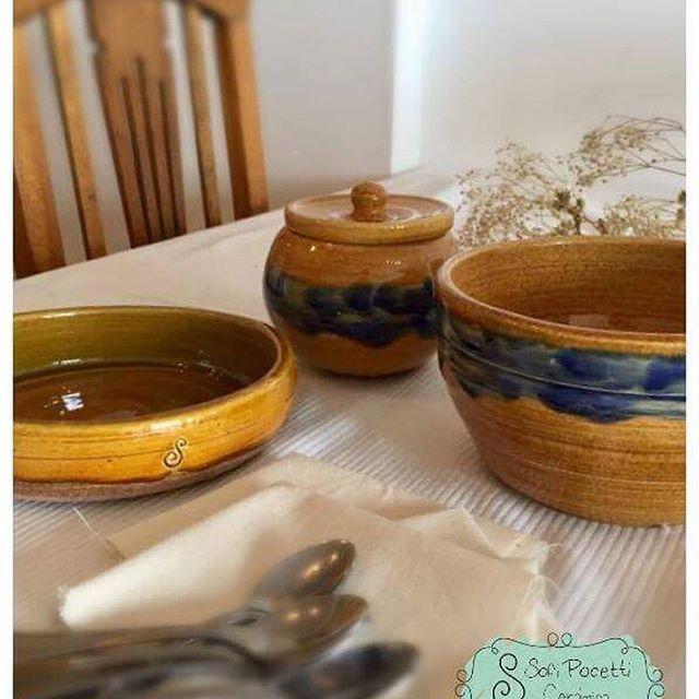 """Se viene #feria !!!! Este sábado en Villa Urquiza, Donado 2949. PATIO CRIOLLO """"La Margarita"""" Los esperamos a todos!!! 😊🎉🎪🎶🤹🏼♂️🎭 Con piezas como estas!!! 💛🍶 #ceramica #alfareria #nosvamosdeferia #pheriferia #nosvamosdeferia #sofipocetticeramica"""