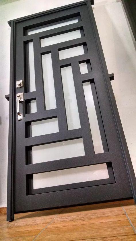 Puerta principal de forja contemporanea 8 for Modelos de puertas metalicas
