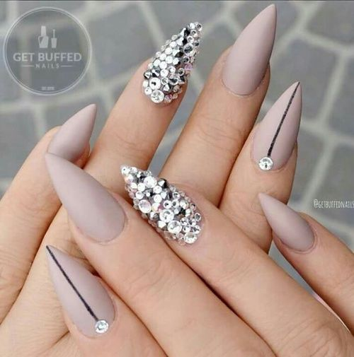 Taupe Nude, Black line and Crystal Accent Nail - Ladyqueendee ♥ … Nägel Pinterest Squares, Shorts And Nail Nail