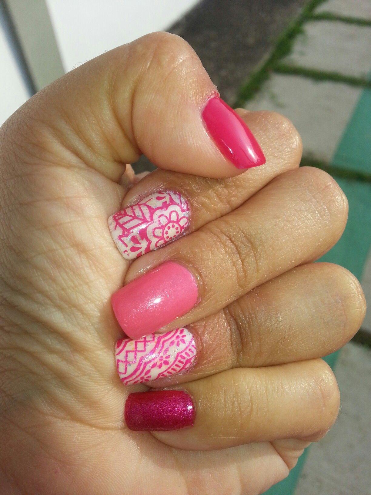 Uñas con diferentes tonos de rosado + stamping | Uñas Decoradas ...