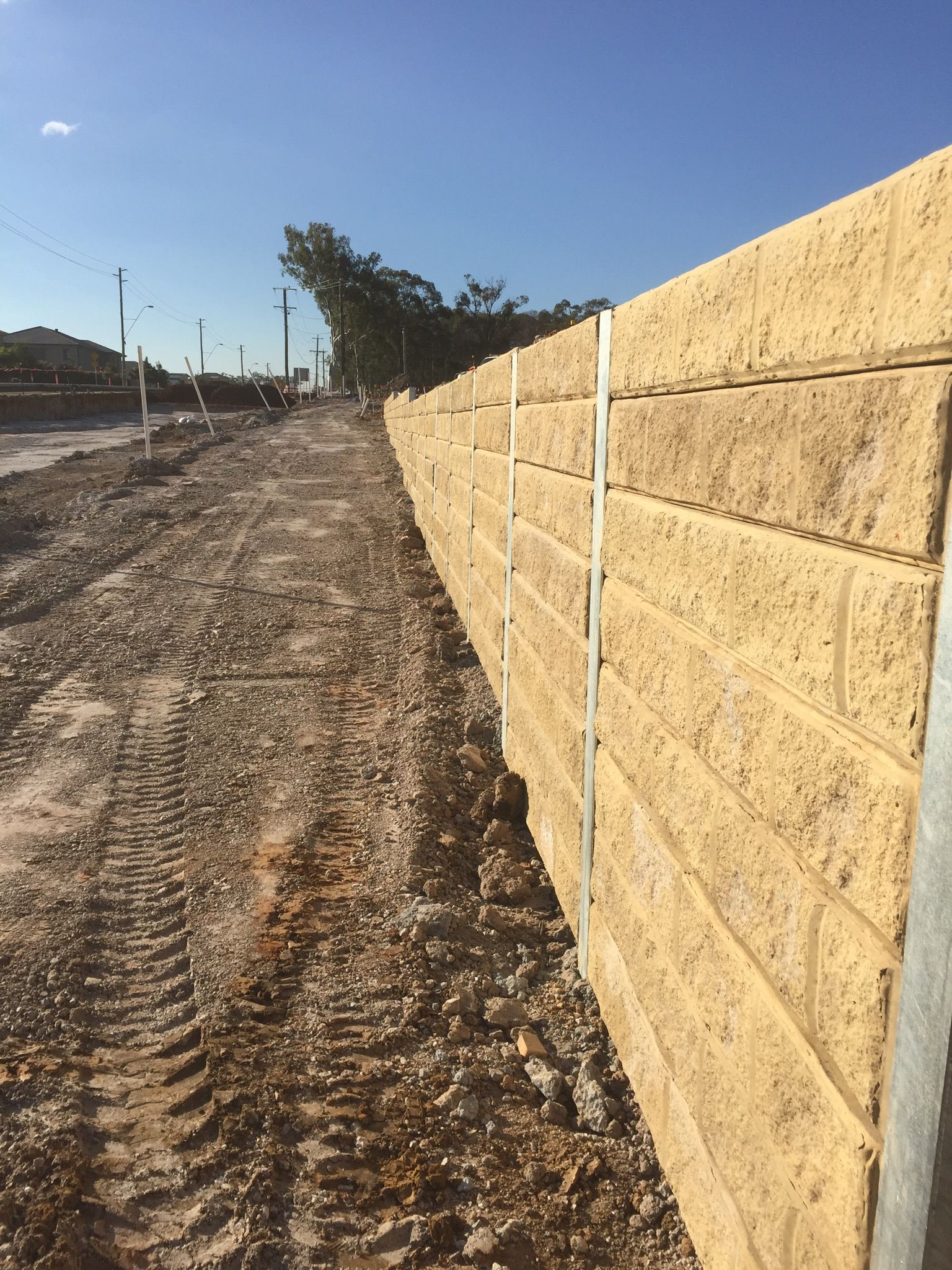 concrete sleepers retaining wall - Google Search | Outdoor Decor ...