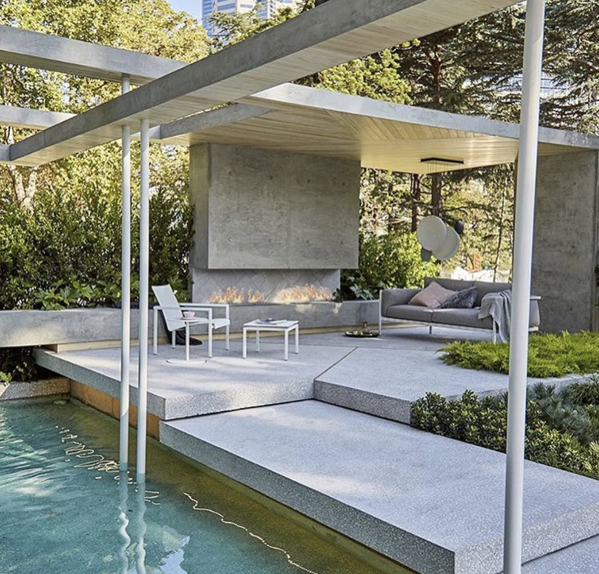Terrasse Beton Dans Jardin Grey Concrete With Exposed Ground White Quartz By Keenan Harris