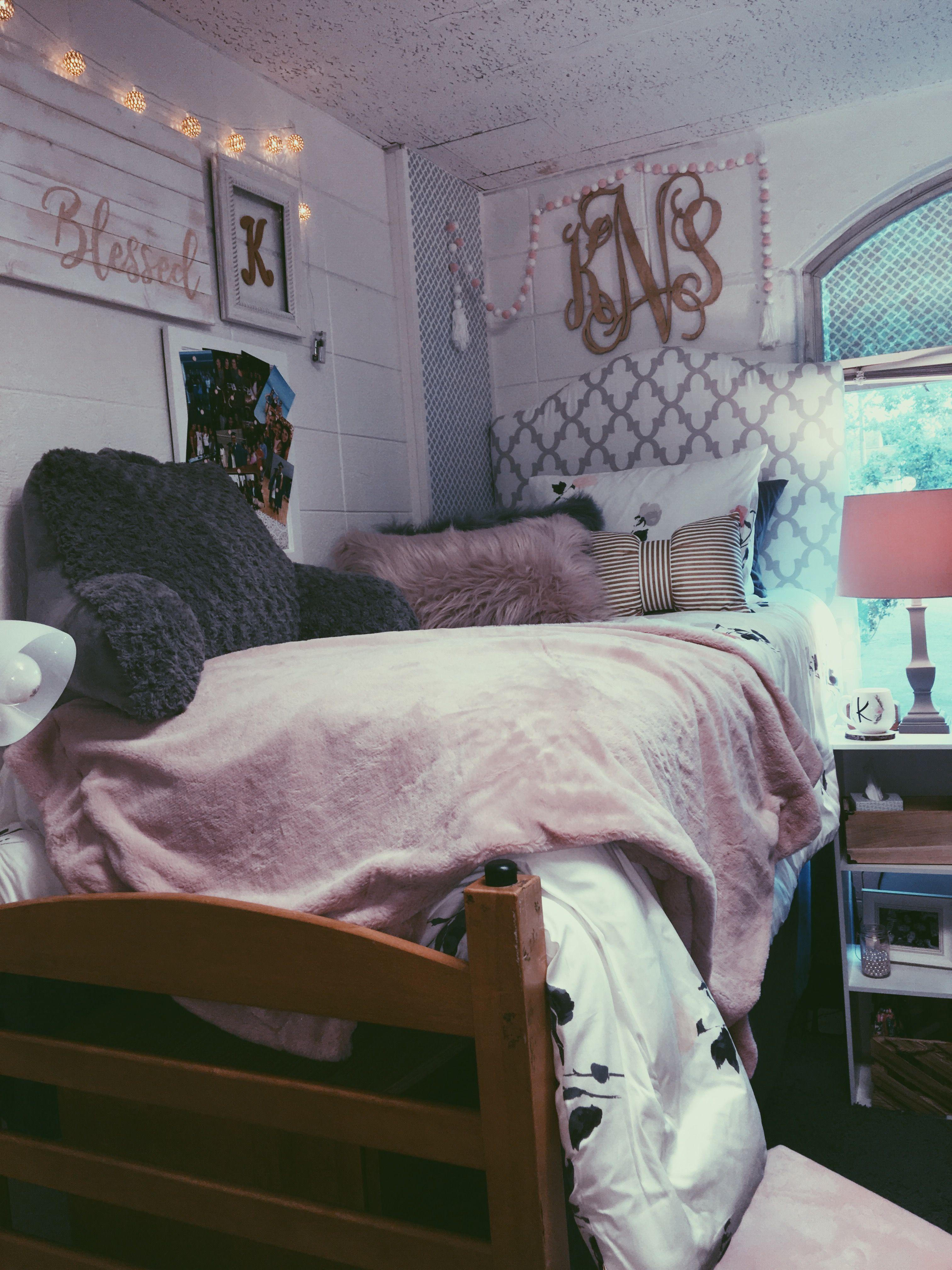 Pin de jay en bedroom ideas pinterest interiores for Dormitorios de universidades