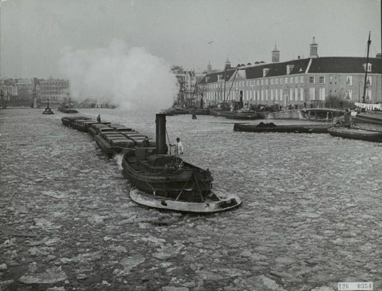 De Amstel voor het Walenweeshuis, 1930er