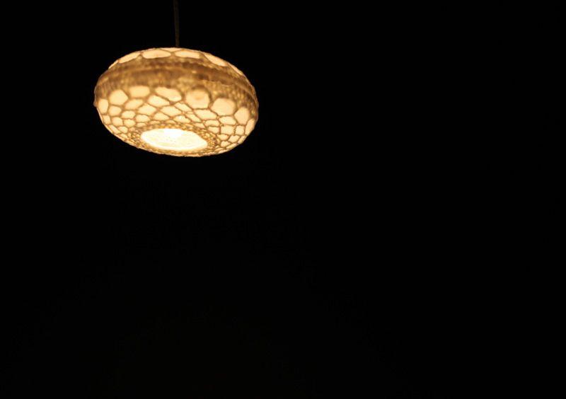 黑秀網 HeyShow.com - 台灣設計師入口網站,設計人與設計創意作品大本營! > 設計文章 > 產品設計 > 鬼斧神工蠟燈設計,創新製作大公開-蠟.上天梯