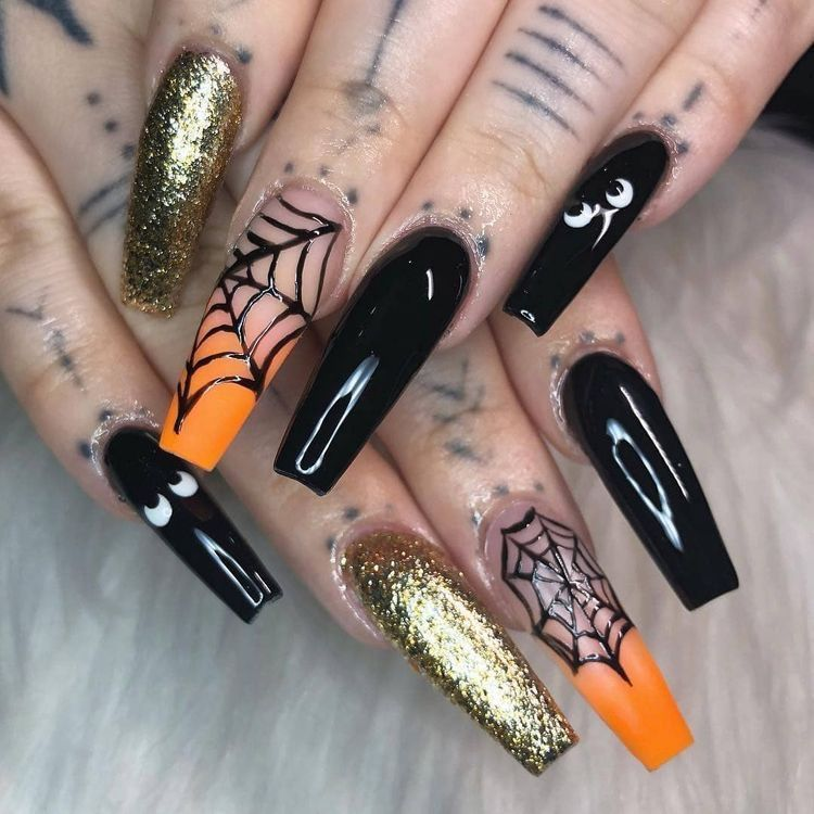 Pin By Crazy Dreamer On Halloween Nail Fashion Halloween Acrylic Nails Halloween Nail Designs Gold Glitter Nails