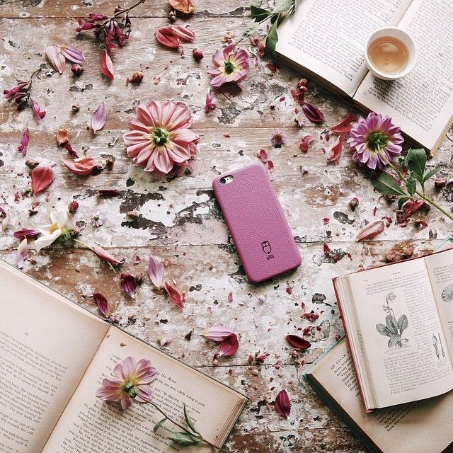 «With freedom, books, flowers, and the moon, who could not be happy? ― Oscar Wilde. Day well spent getting lost in both books + flowers. Thanks to…»