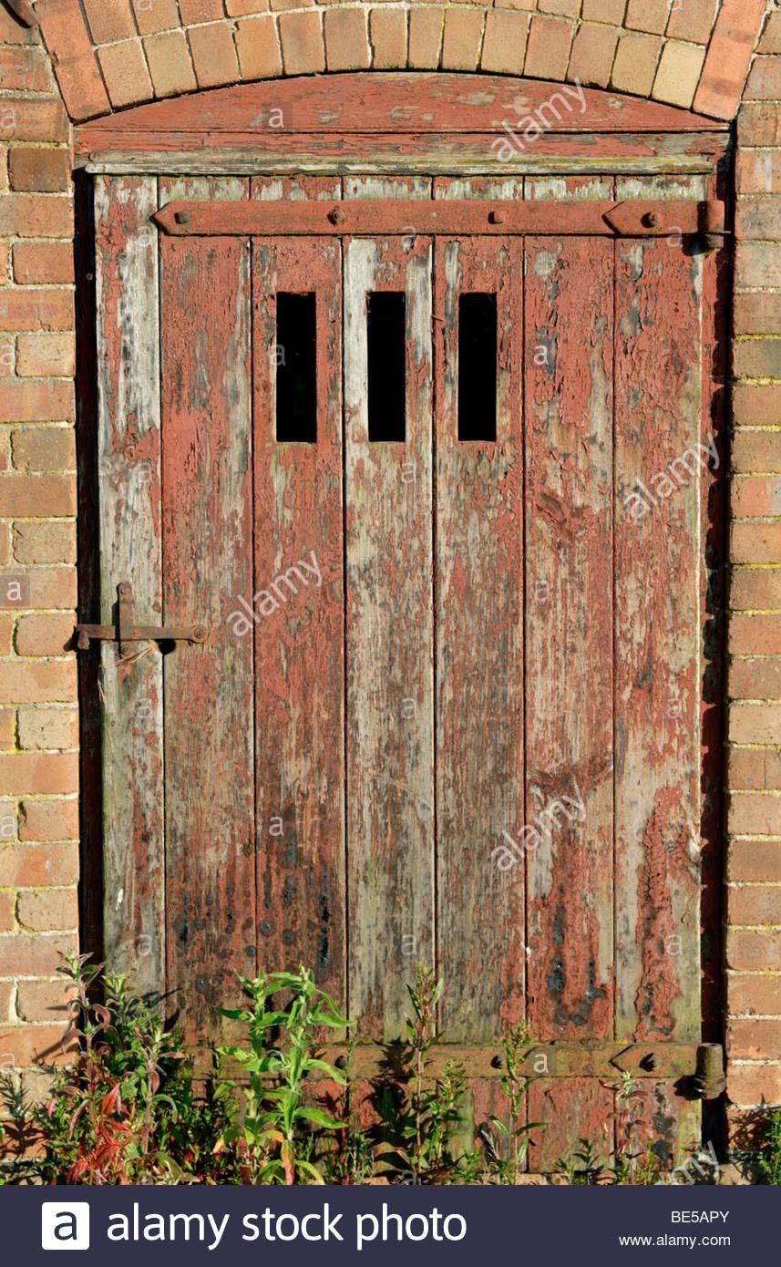 Old Barn Door And Farm Building Close Up England Uk Stock Photo Old Barn Doors Farm Buildings Barn Door
