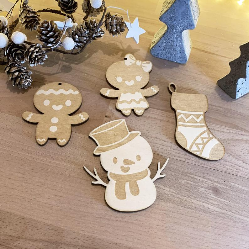 Christmas decorations / Woodcut / Mr and Mrs. Spice Bread, sock and snowman / Poplar wood