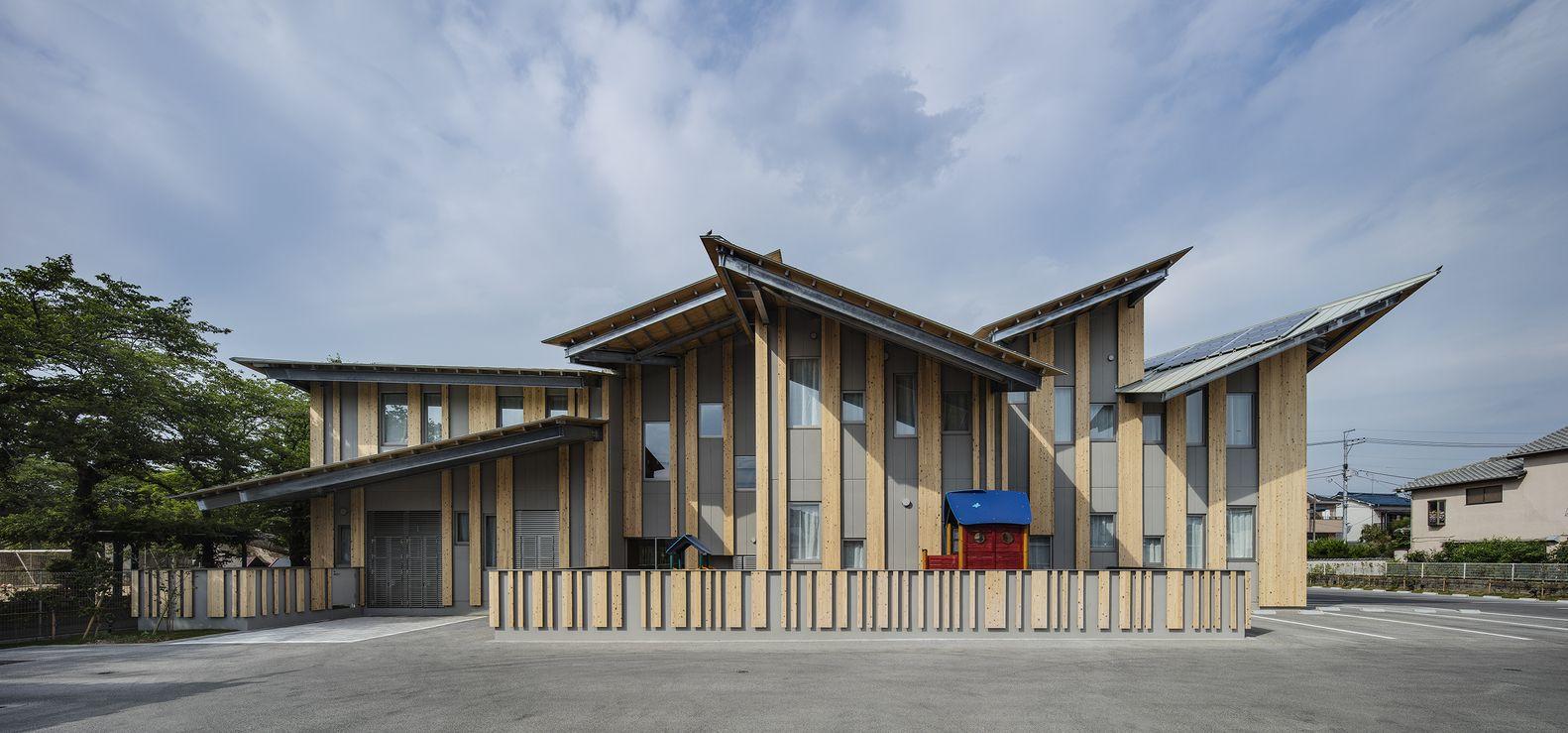 Aitoku Kindergarten C Katsumasa Tanaka Roof Design Roof Architecture Kengo Kuma