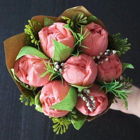 Photo of DIY: Tulpe aus Krepppapier mit einer Praline gefüllt