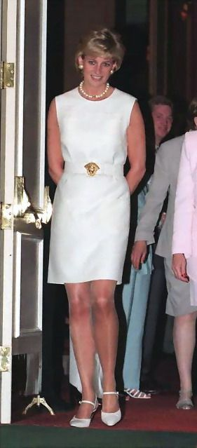 Princess Diana showcasing an elegant single strand of pearls