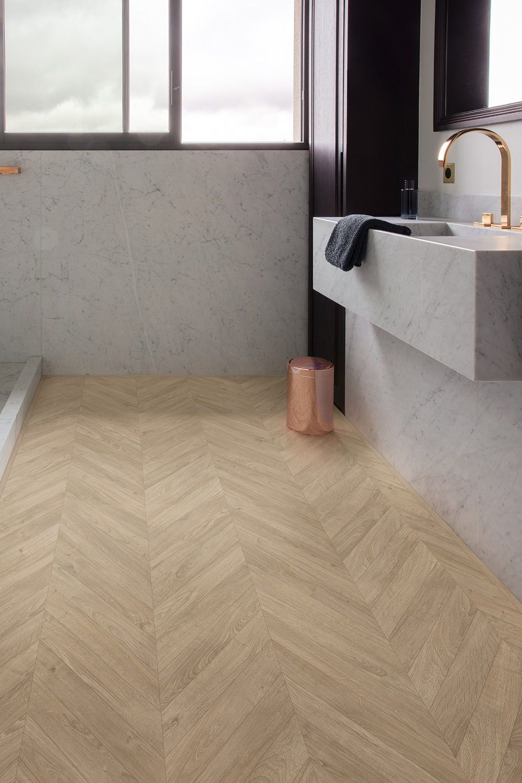 Comment Choisir Le Sol De La Salle De Bain In 2020 Badkamer Vloer Badkamer Modern Minimalistische Badkamer