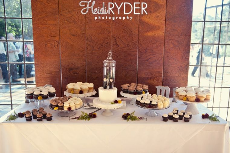 cupcake wedding table