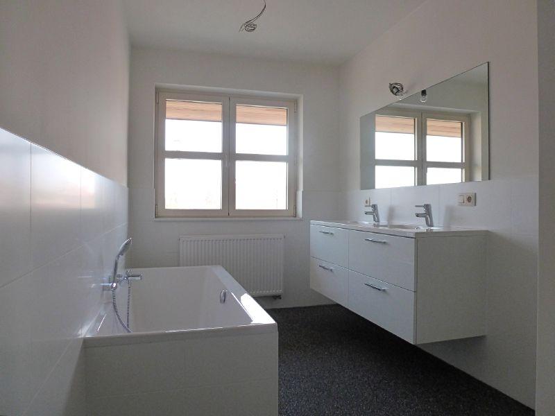 Steentapijt troffelvloer badkamer deco interiors