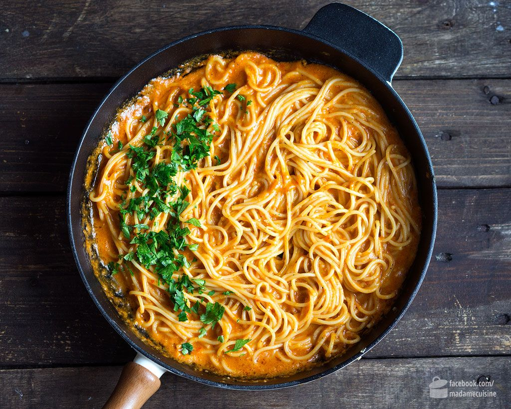 Spaghetti in roter Paprikasauce - Madame Cuisine