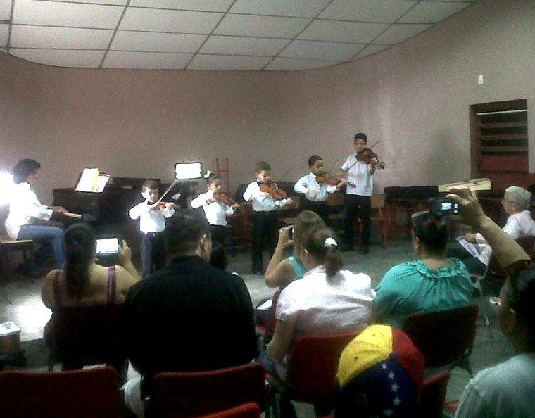 Más fotografías de nuestros talentosos niños, en su Recital de Viola. 15/07. Dir. Prof. Elena El Alam. ¡Bravi!