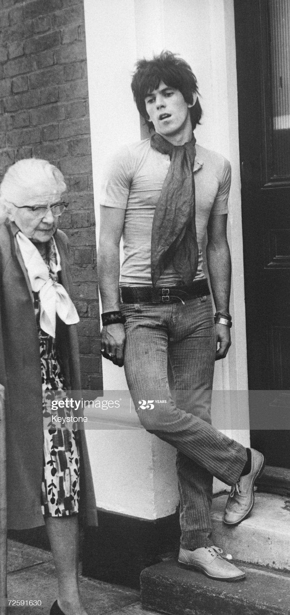 An Elderly Woman Walks Past Rolling Stones Guitarist Keith Richards Keith Richards Rolling Stones Keith Richards Keith Richards Style