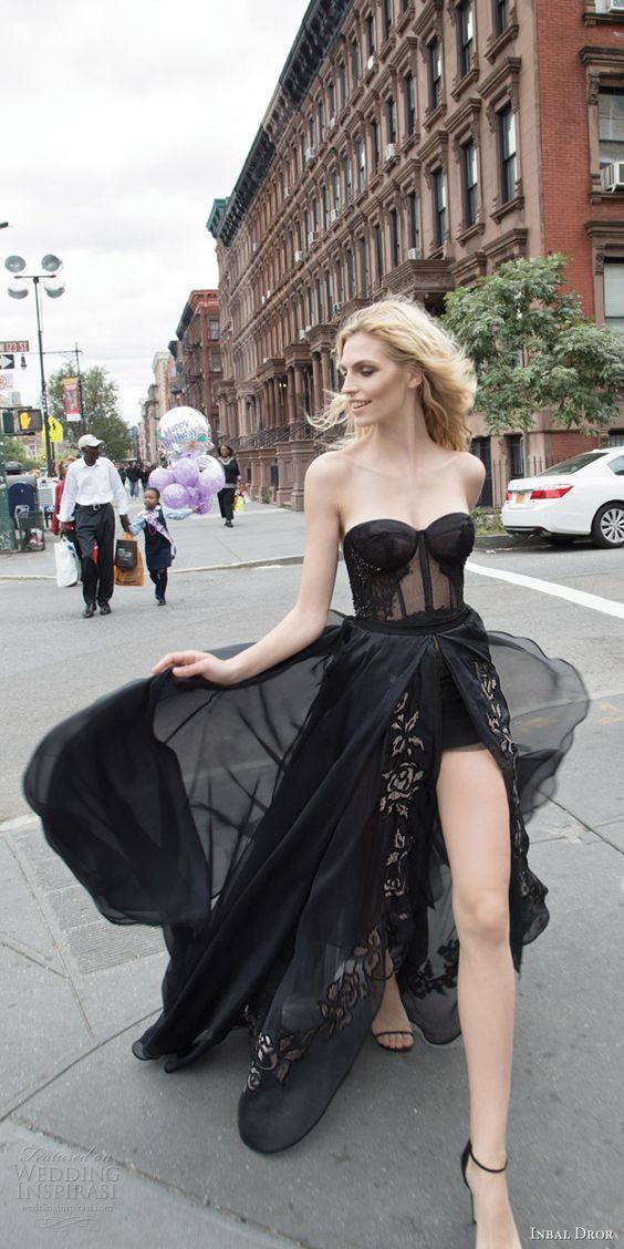 Quién dice que llevar un vestido negro es aburrido?