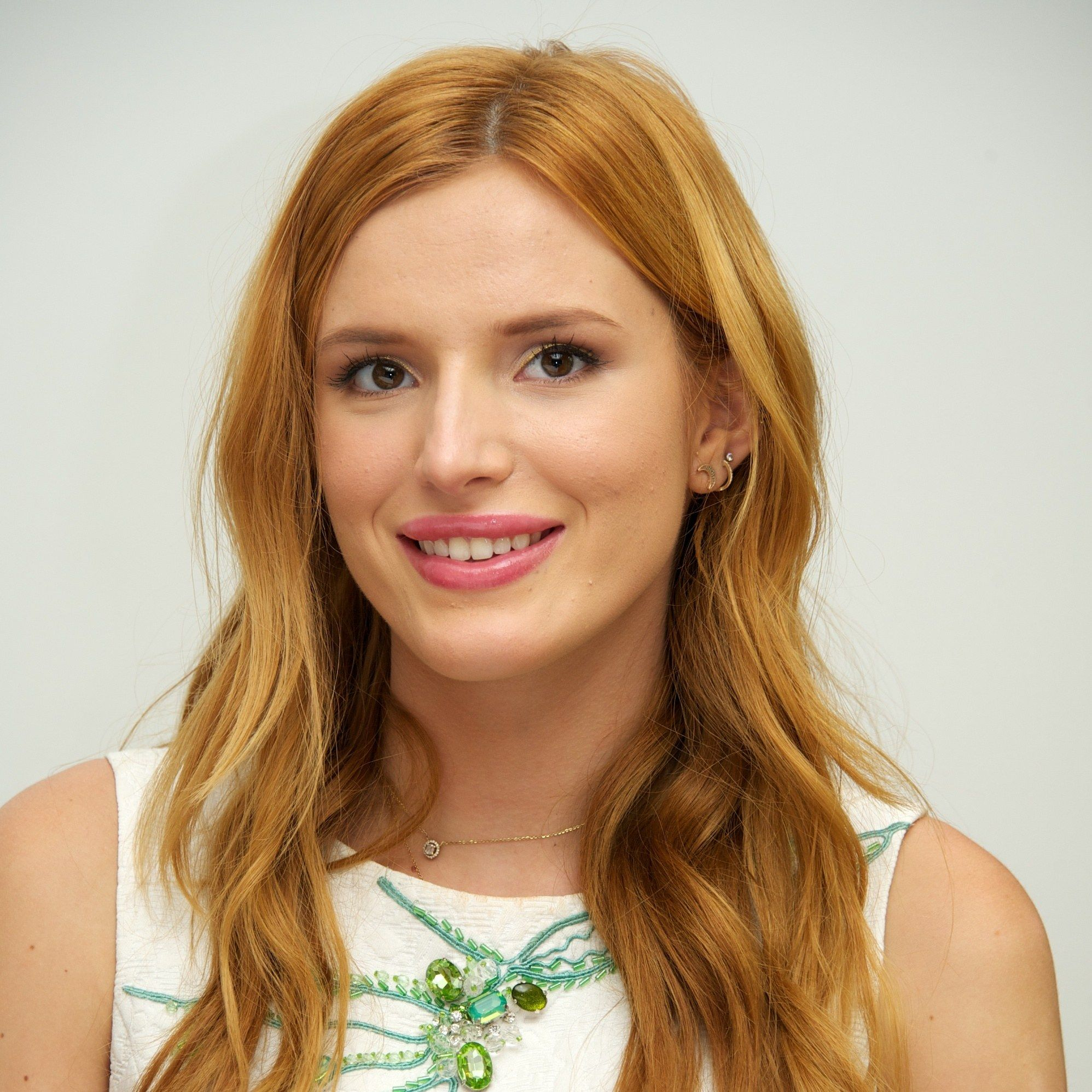 bffac49dbc Bella Thorne Just Wore Her Swimsuit AND Her Bra As a Top