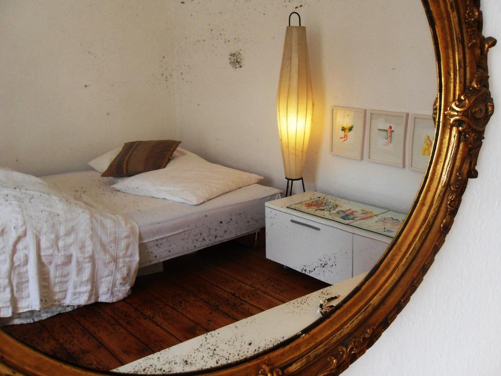 Schlafzimmer Spiegel ~ Goldrand gemütliches helles schlafzimmer in berliner