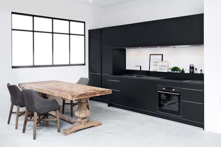 Afbeeldingsresultaat voor zwarte kraan keuken uit de muur ideeen