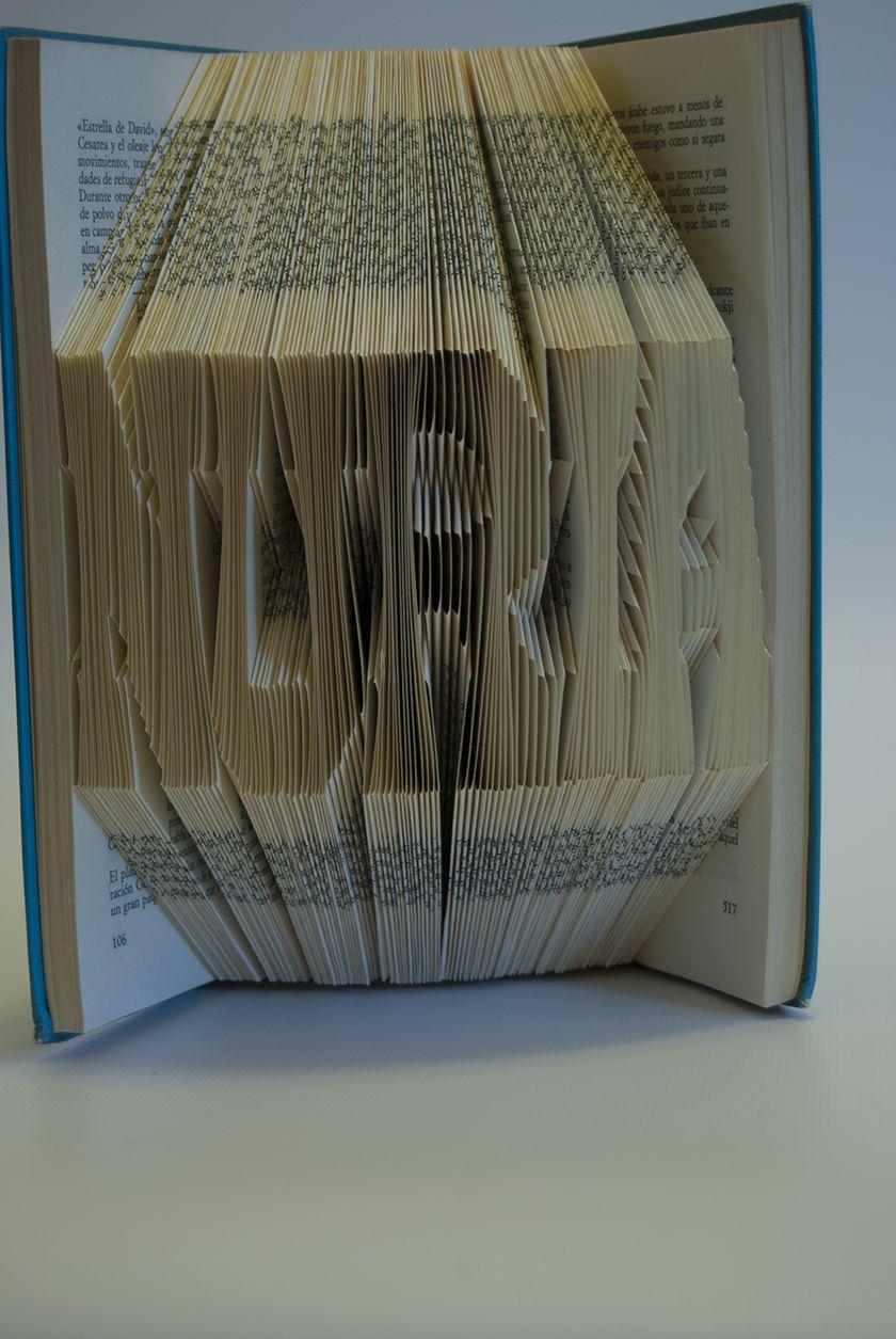 #foldingbookart #librosplegados #librosartísticos #plegadodelibros #librosplisados #arteconlibros #recycled #recycledart #bookfolding #reciclado #artereciclado #handmade #hechoamano #decoracion #decoration #diseño #design #ecodesign #ecodiseño #ecomania #elartedeowl #upcycle  http://www.elartedeowl.blogspot.com.es/ http://elartedeowl.tumblr.com/