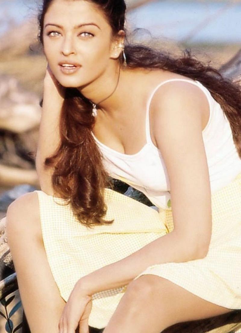 Aishwarya Rai Old Modelling Day Pictures 2 Veryfilmi Bollywood Aishwarya Rai Young Aishwarya Rai Pictures Beautiful Women Faces
