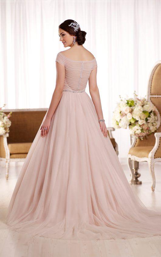 D1874 Schlank machendes Brautkleid by Essense of Australia