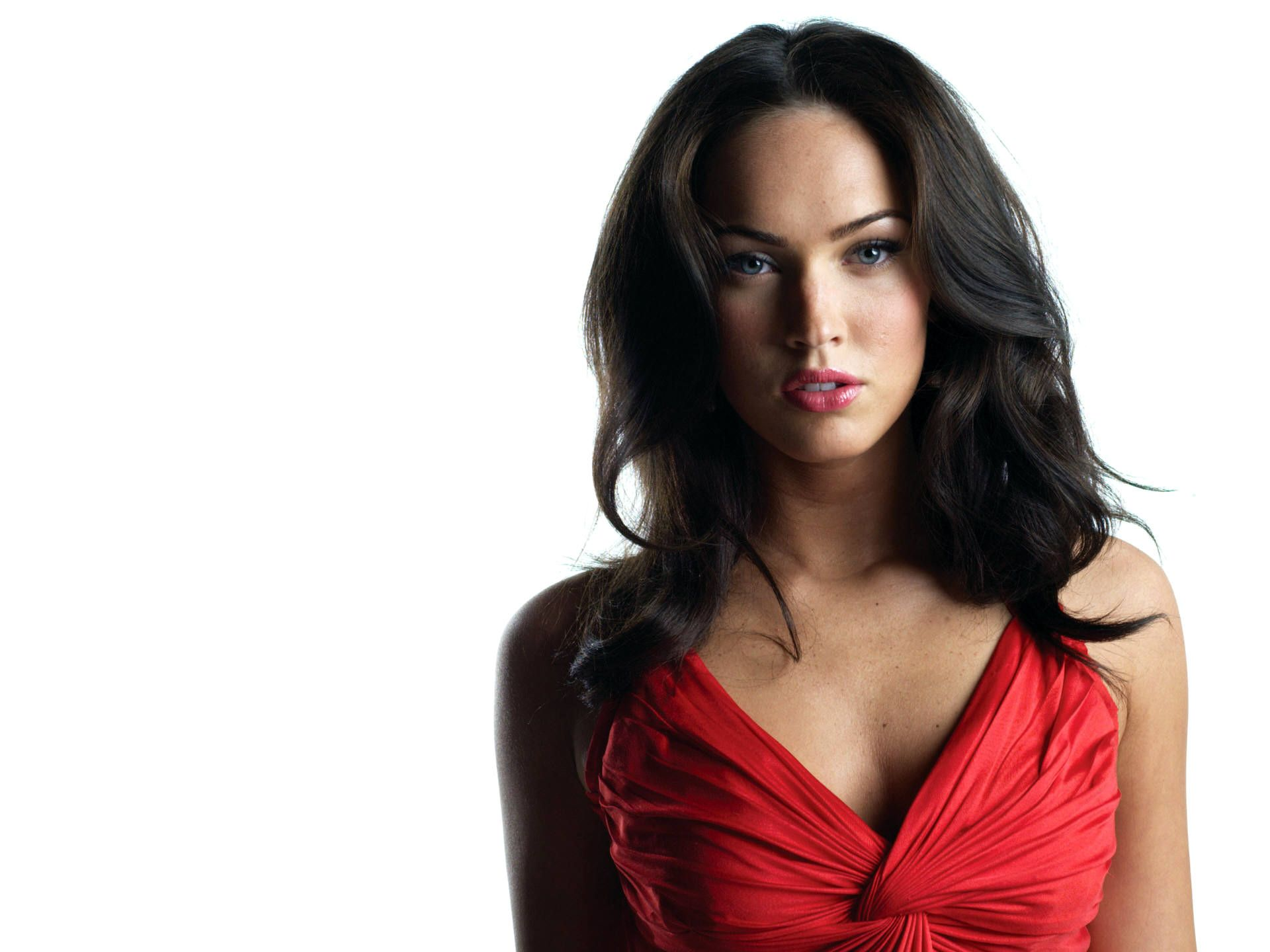 megan-fox-hd-post-in-pixel-of-1920x1440-a-long-red-dress-is-put-on