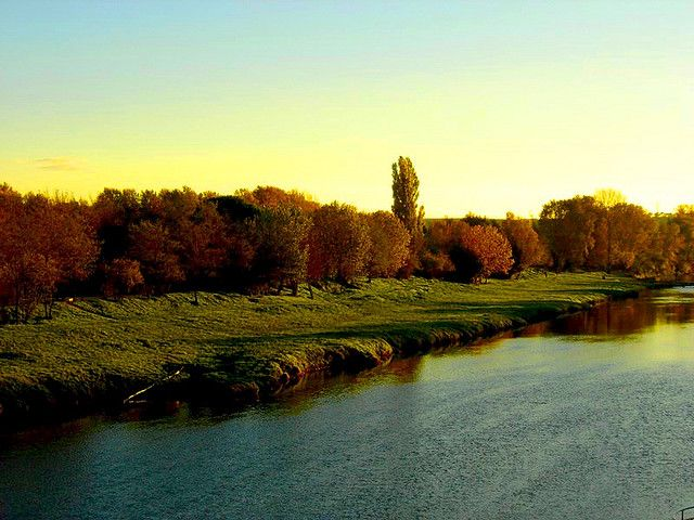 the river Aude and riverbank