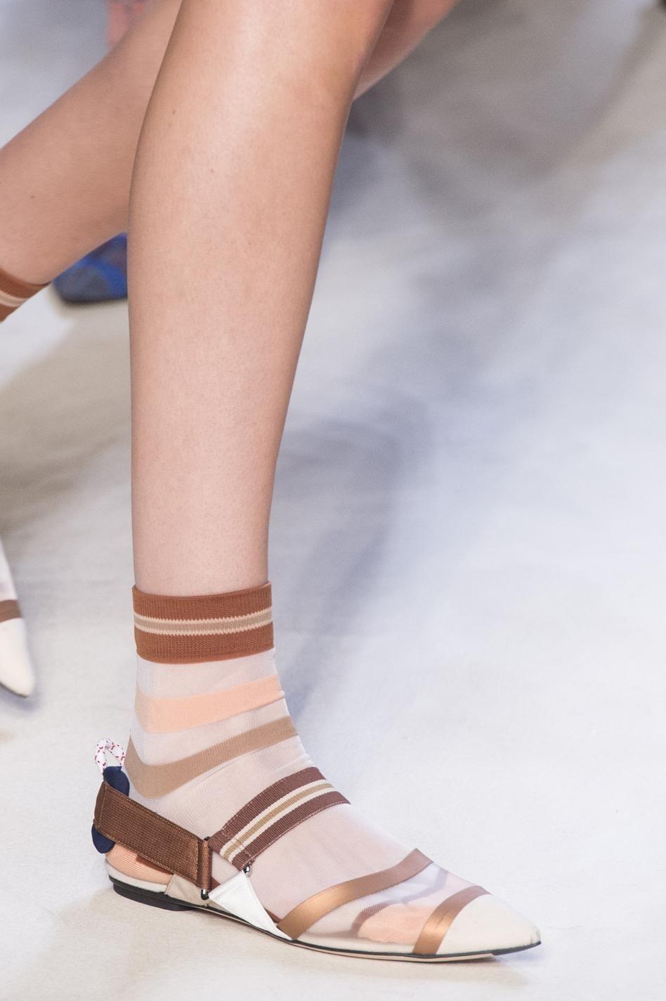 d fil fendi printemps t 2018 pr t porter la pasi n por los zapatos sandalias huarache. Black Bedroom Furniture Sets. Home Design Ideas