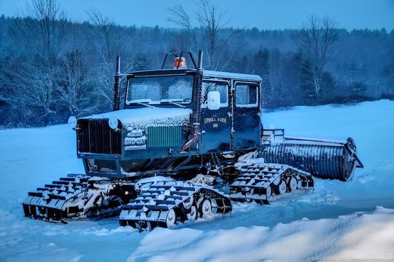 Pin By Chuck Matthews On Spor Kayak Snow Snow Vehicles Cats