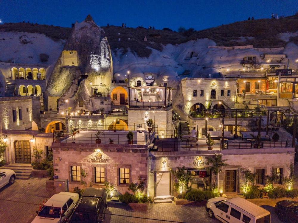 Hotel Artemis Cave Suites Goreme Turkey Booking Com In 2020 Places To Go Underground Cities Suites