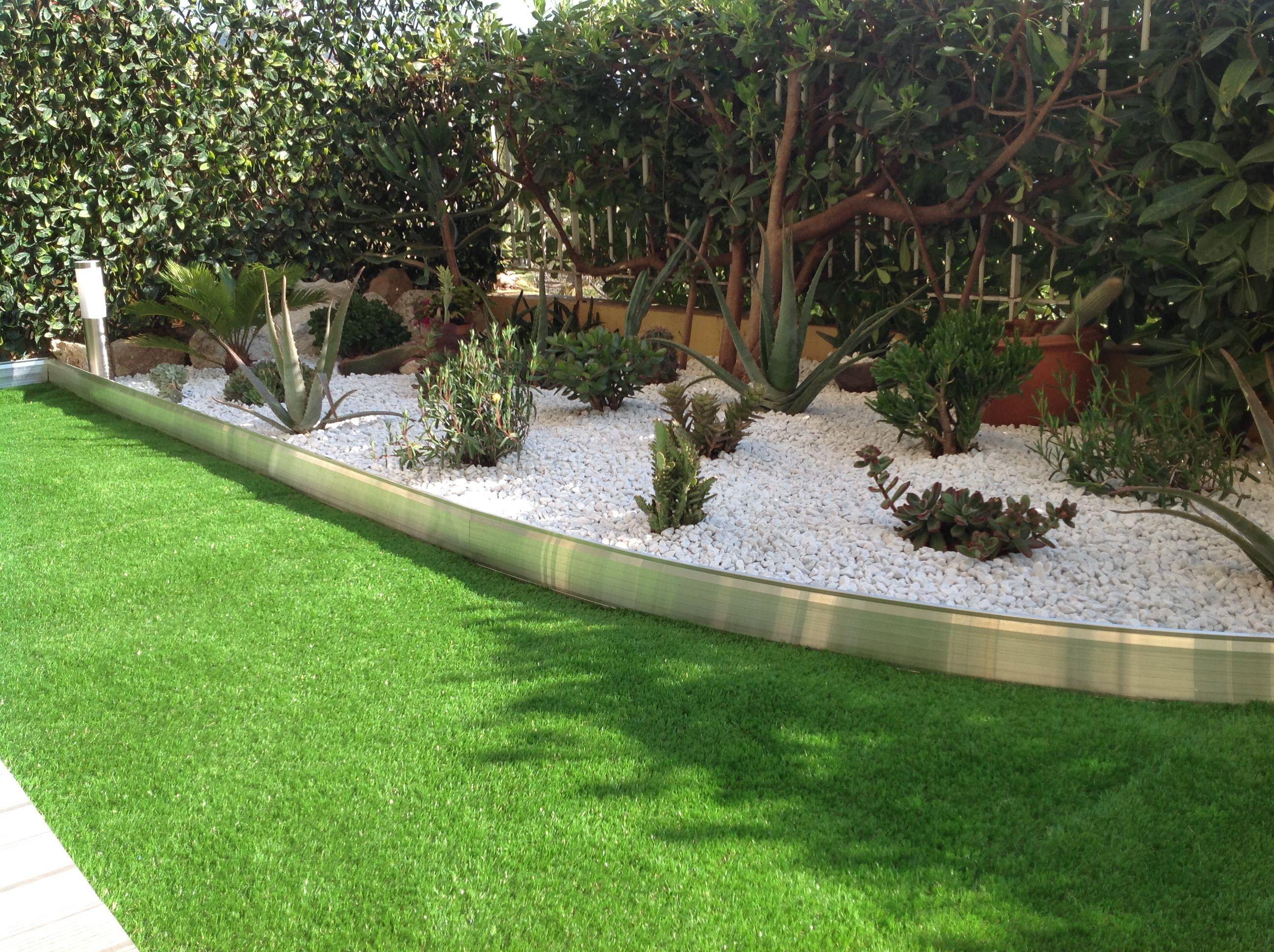 bordure de jardin en aluminium brut avec clairage led tanche int gr finition aluminium brut. Black Bedroom Furniture Sets. Home Design Ideas