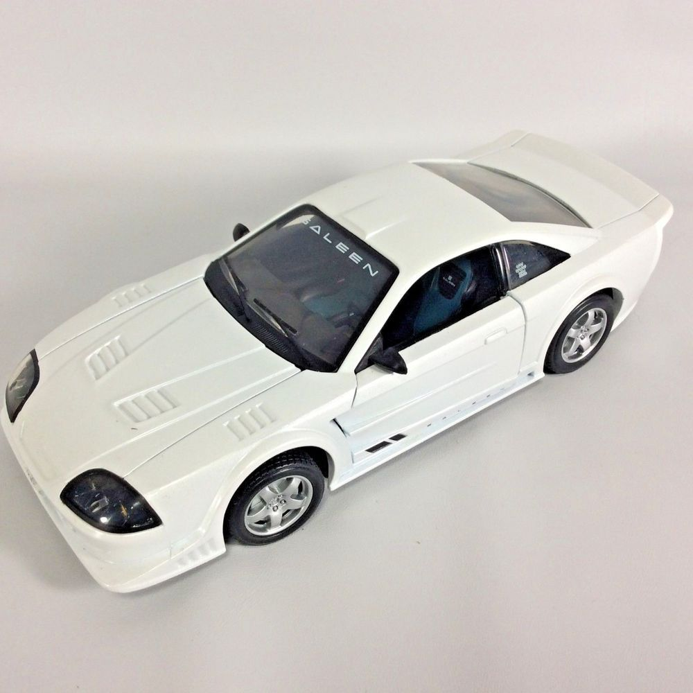 Saleen sr motor max diecast model car 124 scale white pearl finish