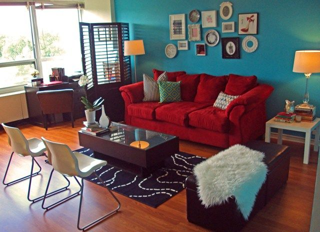 Red sofa teal accent wall i already have a red couch now for Burgundy and turquoise living room