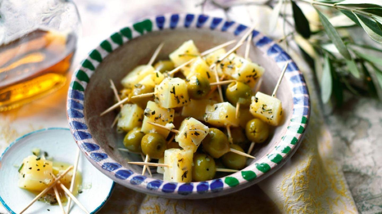 Dés de fromage Manchego marinés à l'huile d'olive   Recette ...