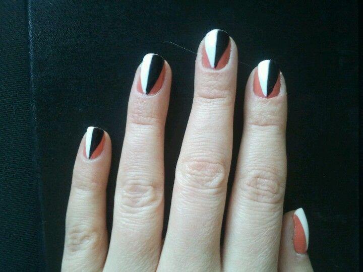 Graphic nail