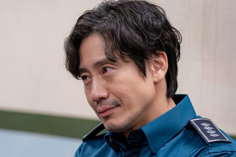 """4 Questions Surrounding Shin Ha Kyun's Character In """"Beyond Evil"""""""